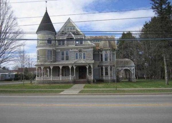 This House Is Selling Dirt Cheap, The Google Maps Picture Explains Exactly Why. - Likes