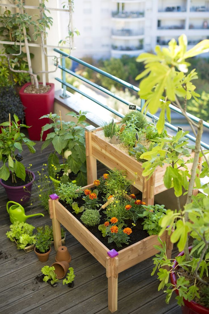 un potager sur pieds pour le balcon http www m. Black Bedroom Furniture Sets. Home Design Ideas