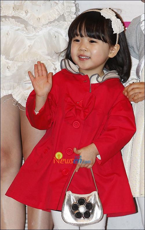 Kim Yoo Bin - she's very cute
