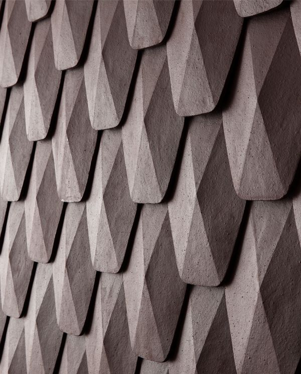 Réspirer is a piece that makes use of Onggi soil which has merits of Onggi, showing a possibility as a new material. If Onggi soil is put into a mold and sticked together layer upon layer, it could function as a exterior material of structure.