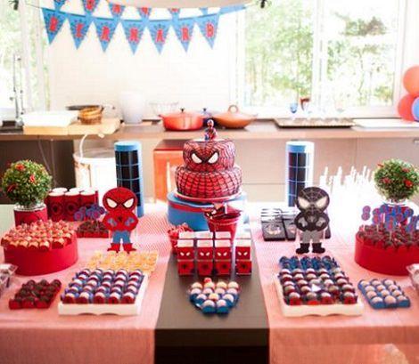 Mesa de dulces del hombre ara a fiesta superheroes for Cuartos decorados hombre arana