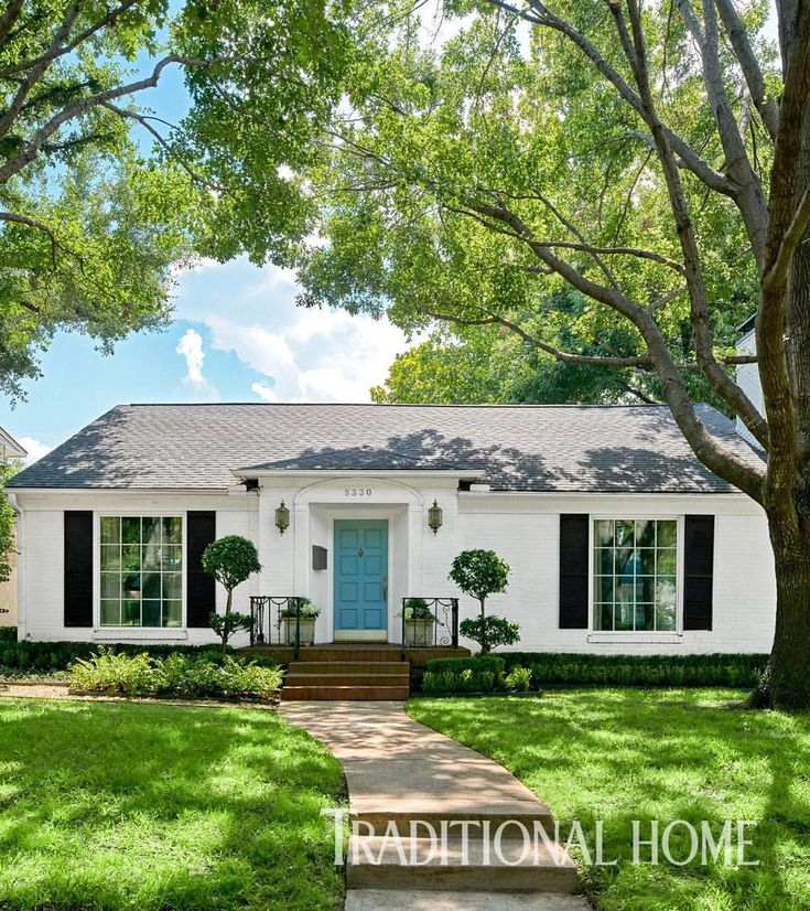 "4,799 Likes, 20 Comments - Traditional Home (@traditionalhome) on Instagram: ""Just wait until you see the inside! Tour the #Dallas ranch home designed by @michellenussbaumer,…"""