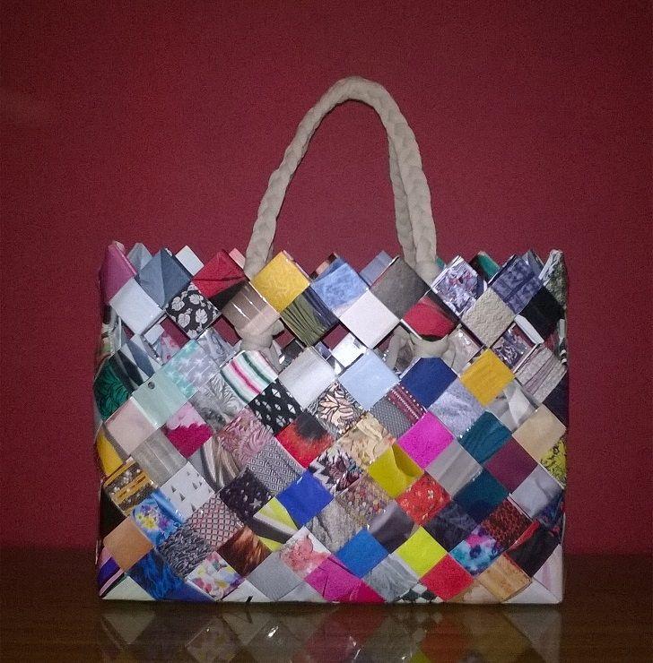 torba wykonana z gazet nie ma dwóch takich samych. Unikalna torba dla wyjątkowej kobiety ceniącej sobie indywidualny styl #torba #styl #kobieta #prezent #diy #bag #women #mywork #look #handmade