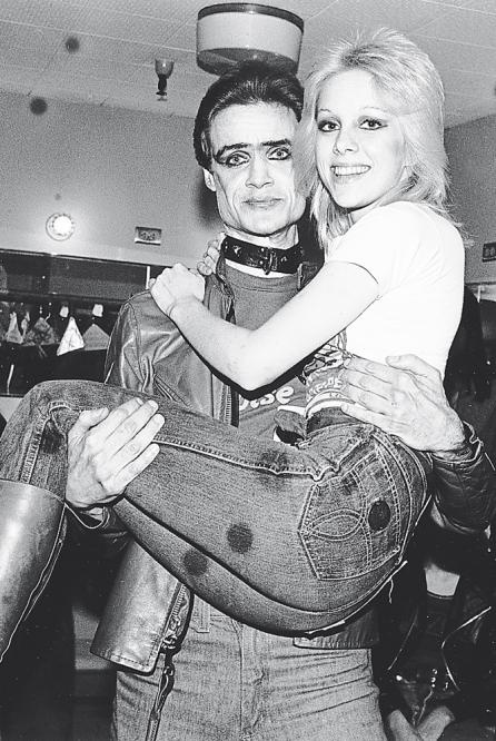 cherie currie and kim fowley. I wish I was 15 in this era
