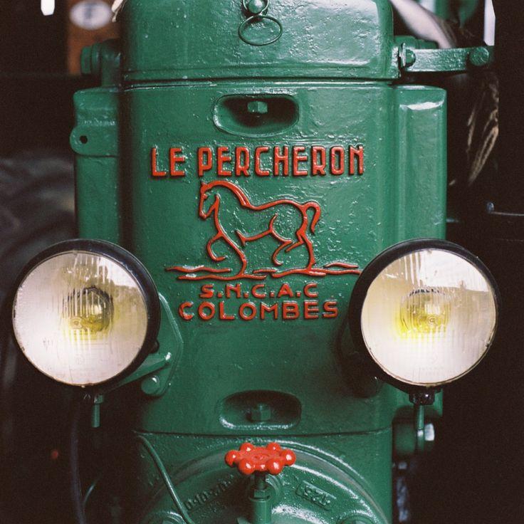 Visite de la collection de tracteurs anciens de Jean-Martin Schwartz, à Ensisheim dans le Haut-Rhin. Populaire pendant la seconde guerre mondiale en raison de sa simplicité et de sa facilité d'entretien, le tracteur semi-diesel « Le Percheron » a été fabriqué en France jusqu'à la fin des années 50. ©Pascal Bastien