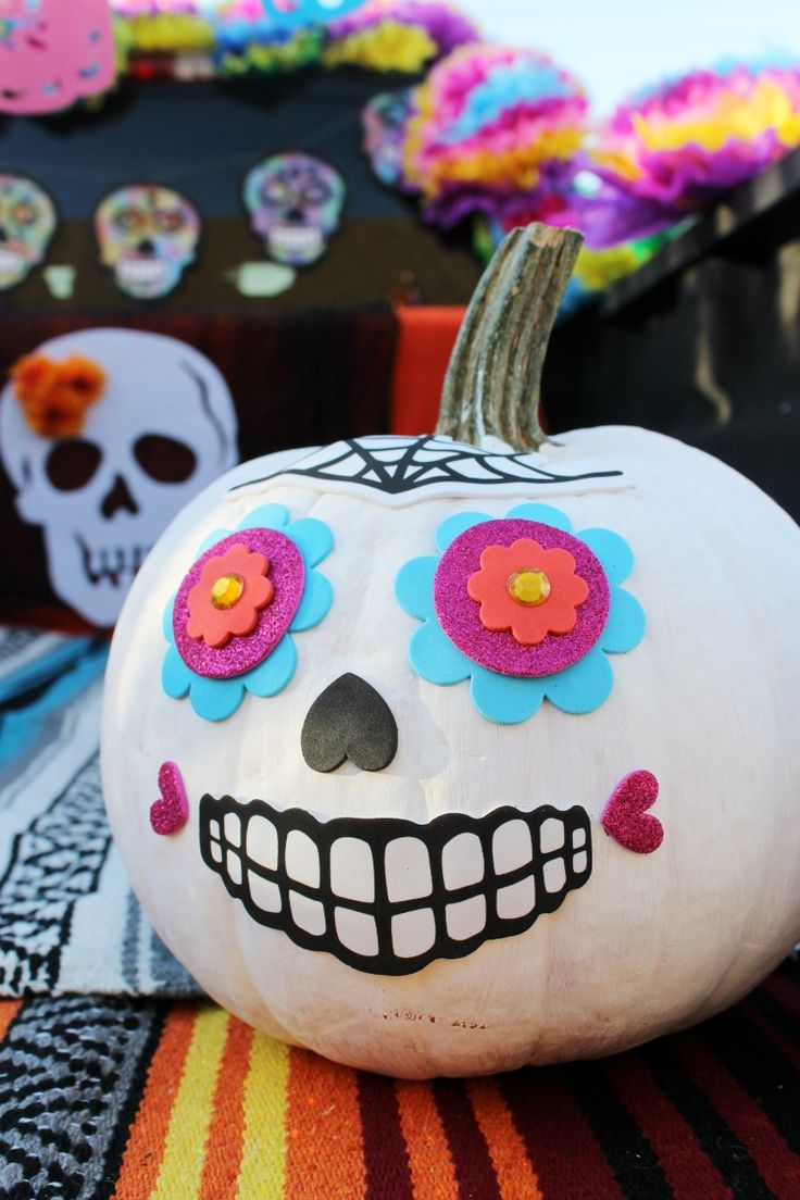 Day of the Dead Halloween Trunk or Treat Decorating Ideas: the Child at Heart Blog Check out this colorful and fun truck inspired by Dia de los Muertos and Sugar Skulls!