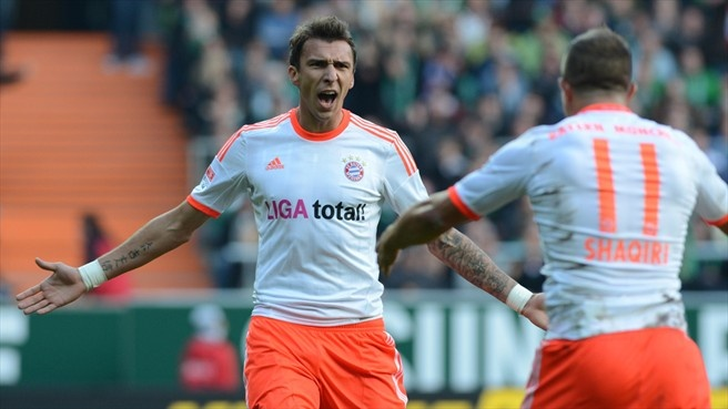 Mario #Mandžukić (FC Bayern München)  Mario Mandžukić (L) of FC Bayern München celebrates after scoring their second goal with Xherdan Shaqiri during the German Bundesliga match against SV Werder Bremen