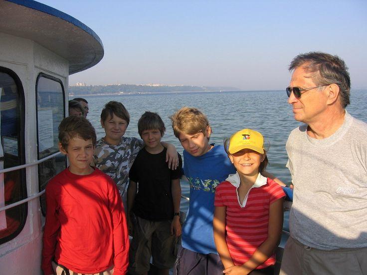 А это в 2007 году поездка за Волгу на теплоходе. Теперь дети уже большие...