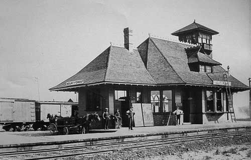 Railway stations in Mount Forest Ontario