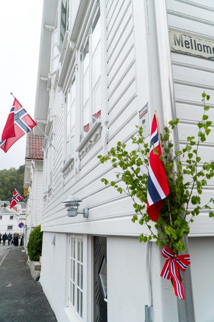 Wie Feiert Man Den Nationalfeiertag In Norwegen Und Wann Ist Dieser Eigentlich Dresscode Feierei Und Geheimtipp Nationalfeiertag Norwegen Feiern