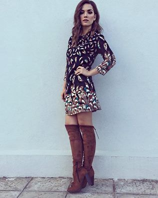 Η όμορφη Vaso Laskaraki με mini εμπριμέ φόρεμα Helmi! #Helmi #FW16 #helmistyle Code: 38-05-222 (διαθέσιμο μόνο in stores)
