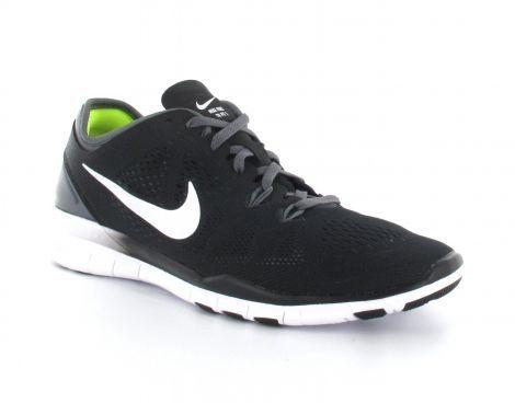 Deze Nike Womens Free 5.0 Trainer Fit stoere lichtgewicht trainingsschoenen zijn zeer aangenaam om te dragen. De slijtvaste rubberen buitenzool is voorzien van flexibele groeven voor een efficiëntere afwikkeling. Tevens bestaat de schoen voor een groot deel uit mesh, dit zorgt ervoor dat de schoenen licht van gewicht zijn en ademend zijn. #Nike #damesschoen #trainingsschoen #damesfitnessschoen #fitnessschoen