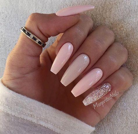 Błyszczący manicure na karnawałową imprezę | Pink nails