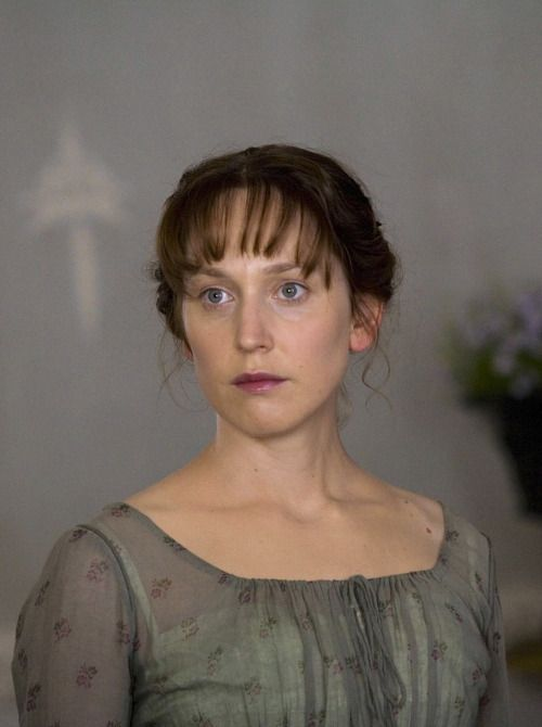 Love the sheerness of the fabric and the block print and the gathering. Hattie Morahan as Elinor Dashwood in Sense and Sensibility (TV Mini-Series, 2008).