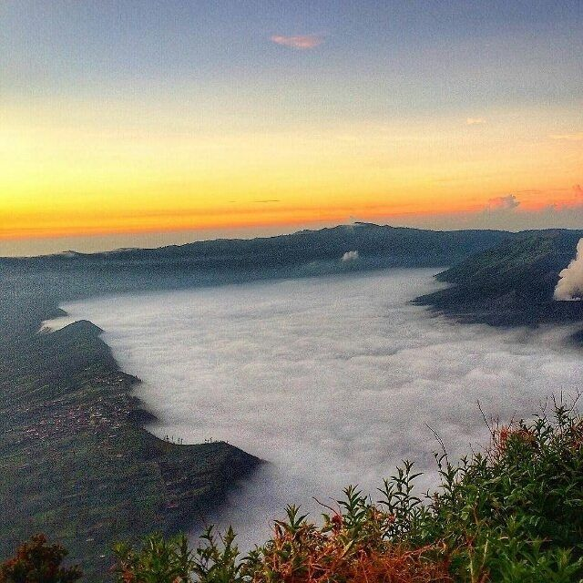 Foto diambil sama salah satu #indonesiaphotographers keren : @naresthi  diambil di Bromo Mountain - East Java   ------------------------------------ #awesomeplaceinindonesia #pengentraveling #pengentravelingdestinasi #pengentravelingindonesia #indonesia #awesomeplace #photography #photooftheday #fotograferindonesia