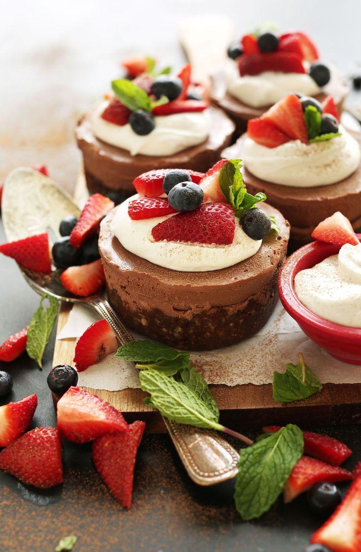 CREAMY Perfect NO BAKE Vegan Chocolate Cheesecakes in just 10 ingredients! #vegan #glutenfree #chocolate