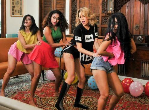 Blak-blakan Soal Kasus Prostitusi Nikita Lempar Kode Nakal : Aktris seksi Nikita Mirzani merambah dunia tarik suara. Lewat singel berjudul Kode Nakal yang bergenre dangdut tersebut Nikita ingin blak-blakan membahas tentang ket