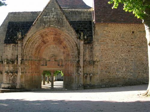 Moutier-d'Ahun: Plaats de kerk veranda is gescheiden van het koor - France-Voyage.com