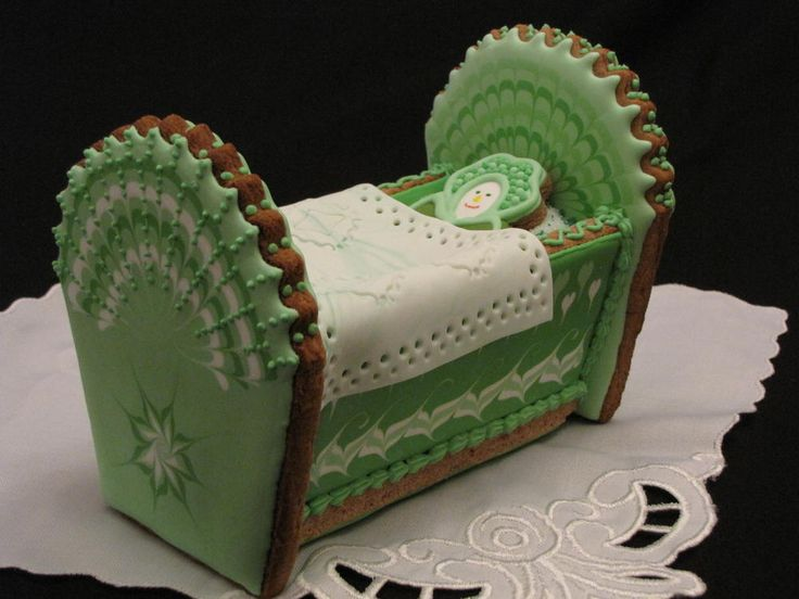 baby bassinet for my friend due on St Patrics Day (inspired by Nadia from My Little Bakery) | Cookie Connection