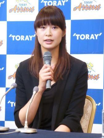 記者会見でプレミアリーグ・東レへの復帰を発表する木村沙織=5日、東京都渋谷区