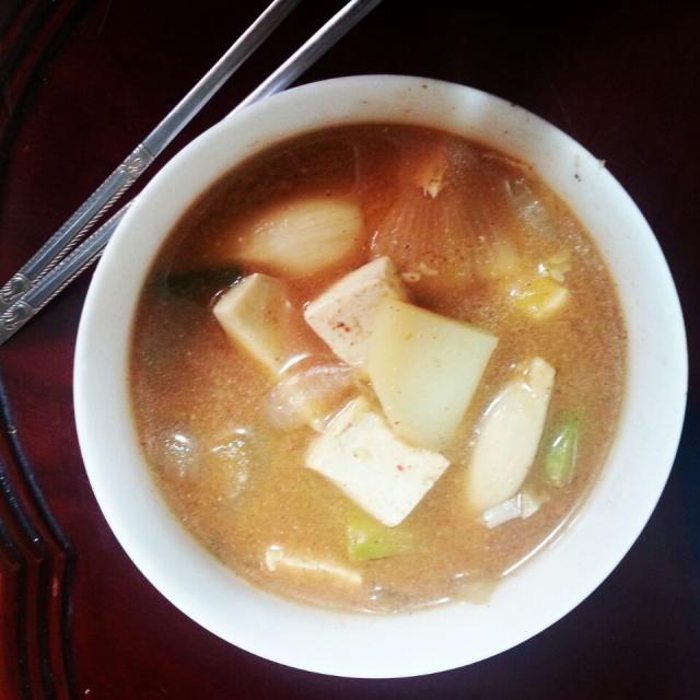 朝は何が食べたい?と聞かれ、味噌汁と玉子焼き! とリクエストしたら、そんなものでいいの?と言って作ってくれました。 - 33件のもぐもぐ - 義母の韓国家庭料理 テンジャンチゲ Mother's home made miso soup. by shino4minutes