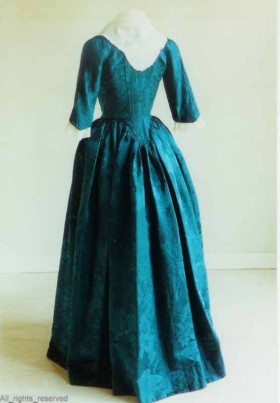 Rear view, robe à l'anglaise, The Netherlands, 1780-1795. Blue silk damask with floral pattern.