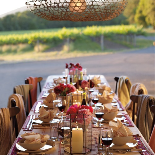 Summer table setting: warm colors and candlelight create the perfect late summer dinner setting.