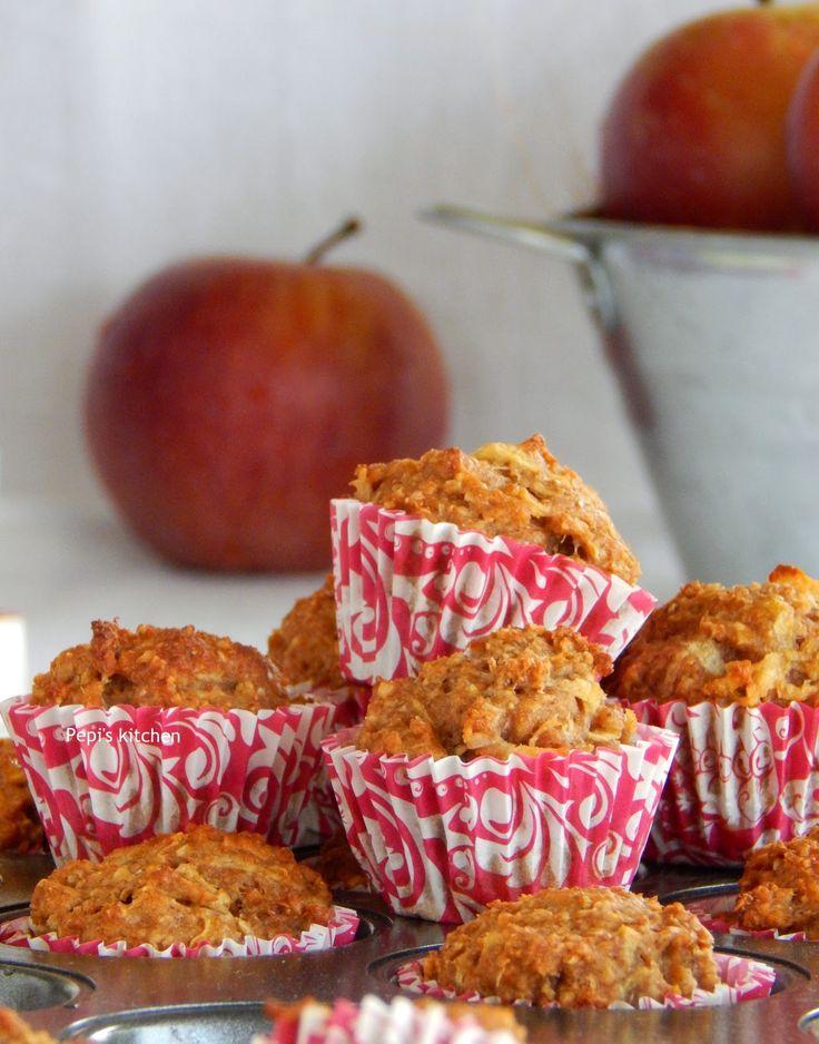 Μάφινς Μήλου με Σάλτσα Μελιού http://www.pepiskitchen.blogspot.gr/2015/10/muffins-milou-me-saltsa-meliou.html