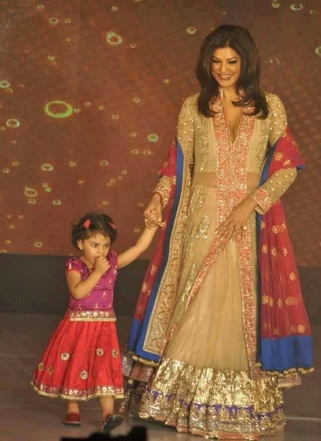 So awwdorable, Sushmita Sen with her super cute Daughters <3