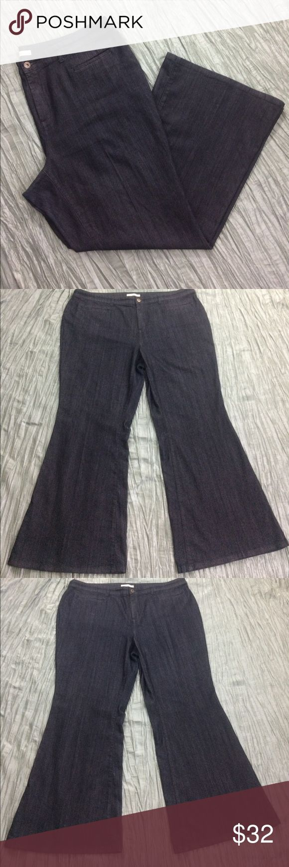 French Connection boot cut dark wash denim jeans Excellent condition. Only minor signs of wear. Pockets on front and back. Dark wash boot cut jeans. French Connection UK Style. French Connection Jeans Boot Cut