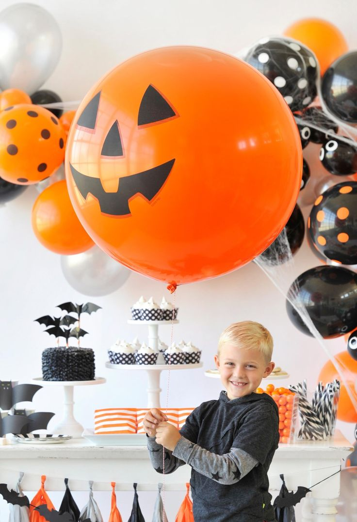 Kids Halloween Party - Giant Pumpkin Balloon