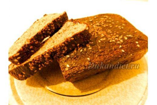 Бородинским этот хлеб назвала моя подруга, с которой мы идем по Дю-пути:), засомневавшись, что это хлеб из отрубей, а не магазинный Бородинский.  Итак: 6 ст. л. молотых овсяных отрубей, 3 ст. л. молотых пшеничных отрубей, 3 ст. л. сухого молока, 1 ст. л. панифарина, 2 яйца, полпакетика быстрых дрожжей, растворенных в 5 ст. л. теплой воды, 1 ч. л. соды, баночка нежного творожка (100 г), соль, тмин.  Смешать дрожжевой раствор с творожком, добавить яйца, хорошо вымешать. Добавить сухие…