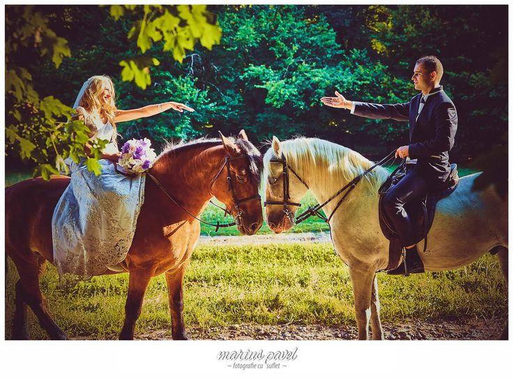 Trash the dress - fotografii cu cai. Fotografii dupa ziua nuntii lanaga Rotbav, in locatia aleasa de cei doi miri. Trash the dress fotografii cu cai. Post-ul Trash the dress fotografii cu cai apare prima dată în Foto Nunta Brasov.
