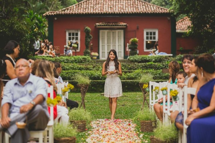 Irma Da Noiva Levando As Aliancas Casamento Na Floresta