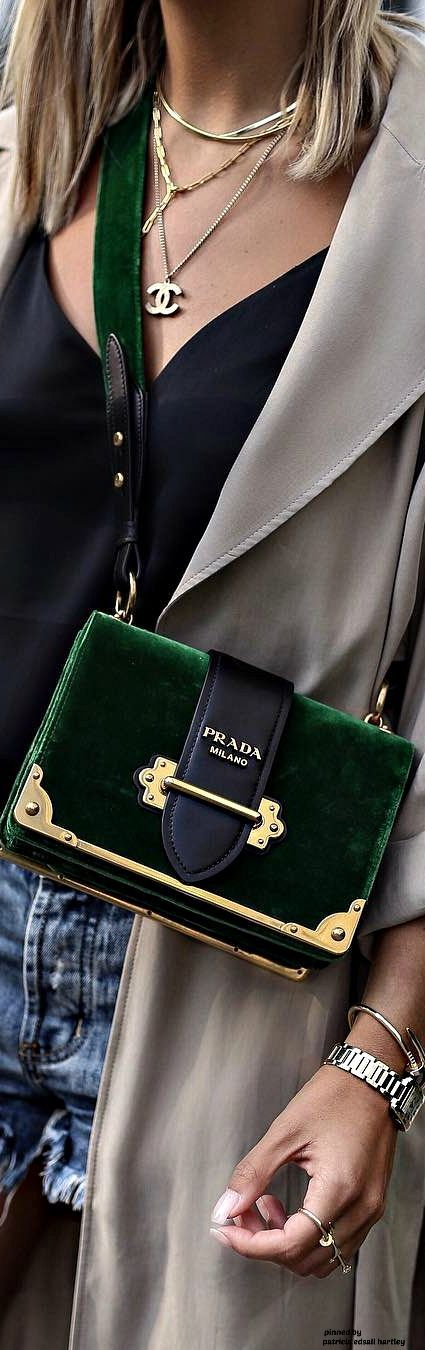Trifft das hier dein Geschmack? Dann wirst du die unglaublichen Angebote auf dieser Seite lieben: www.nybb.de #fashion #prada
