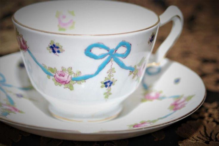 Crown stafford shire England teacup & saucer (1906~1930) 1906년도부터 생산된 디자인이니 아마 1...