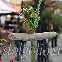 Подвесные вазы из дерева и стеклянной колбы для цветов