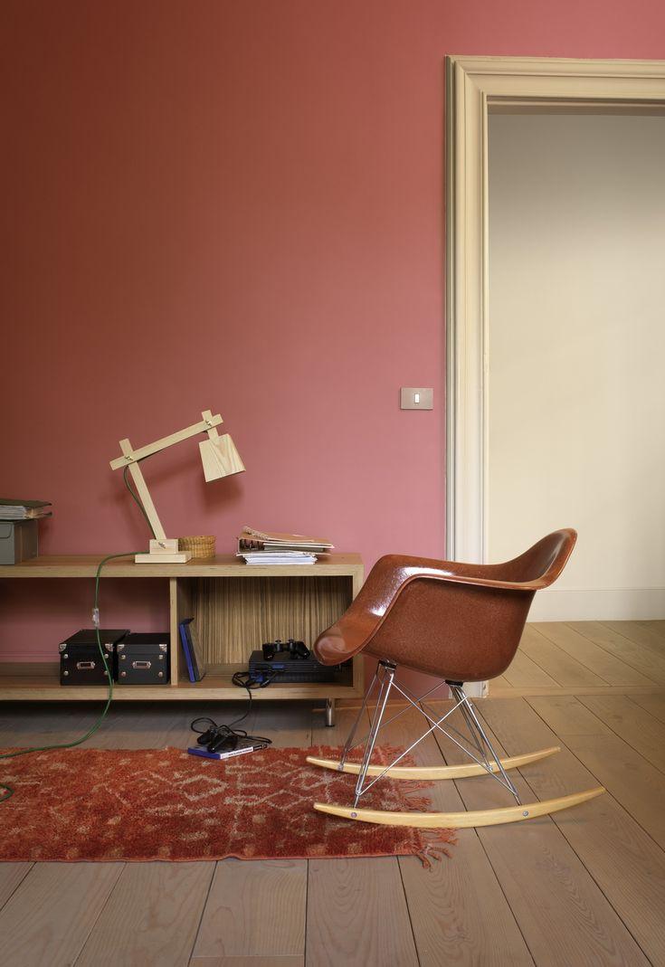 Heb je nog leuke oude meubelstukken? Laat de retrovormen en -kleuren nog beter uitkomen en geef je muren een vintage look met de uitgesproken kleur 'Flower Bulb' gecombineerd met 'Crispy Biscuit'.