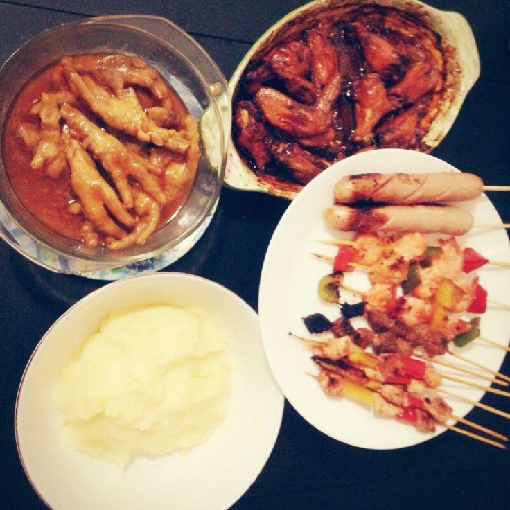 Dimsum Kaki Ayam, Sayap ayam panggang, sosis bakar, udang, daging satay and mashed potato