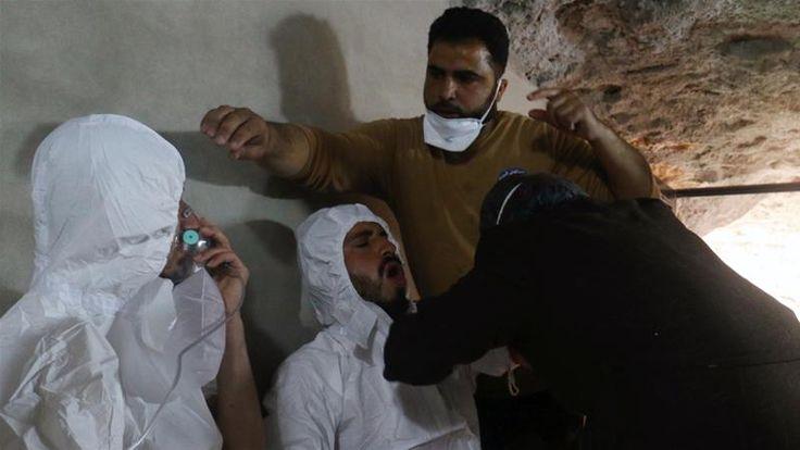 Desak PBB Jatuhkan Sanksi HRW: Rezim Suriah Gunakan Gas Perusak Saraf dalam Empat Serangan  SALAM-ONLINE: Lembaga hak asasi manusia Human Rights Watch (HRW) mengungkapkan bahwa rezim Suriah dengan sengaja menggunakan gas perusak saraf yang mematikan setidaknya dalam empat serangan terhadap warga sipil.  Serangan dengan menggunakan gas berbahaya dan perusak saraf itu merupakan kejahatan perang demikian pernyataan HRW seperti dilansir Aljazeera Selasa (2/5).  HRW menegaskan pasukan rezim…