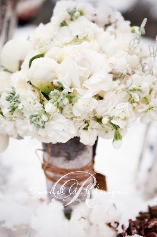 winter cotton centerpiece | Winter cotton wedding | Nozze di cotone http://theproposalwedding.blogspot.it/ #cotton #wedding #winter #matrimonio #cotone #inverno