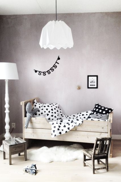 Loving this simple modern-rustic nursery space! http://www.enlasnubes.nl/c-2449847/lookbook/