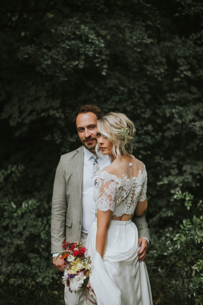 You'll love all to romantic and whismy details at this chic orchard wedding | Image by Sharon Litchfield Photography #gardenwedding #orchardwedding #elegatnwedding #outdoorwedding #wedding #weddinginspiration