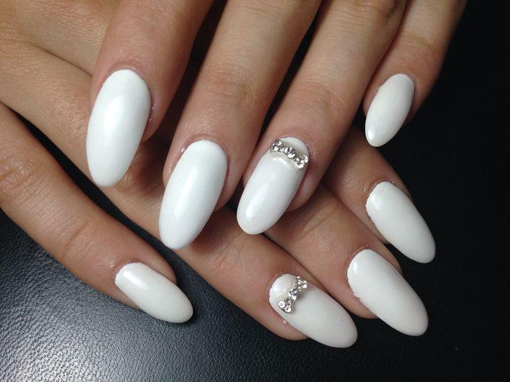 Aurora's  nails