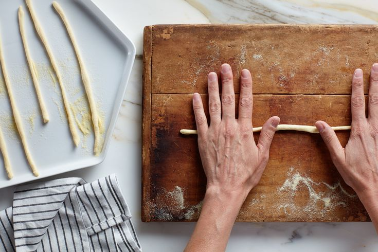 How to Shape Fresh Long Pici Pasta