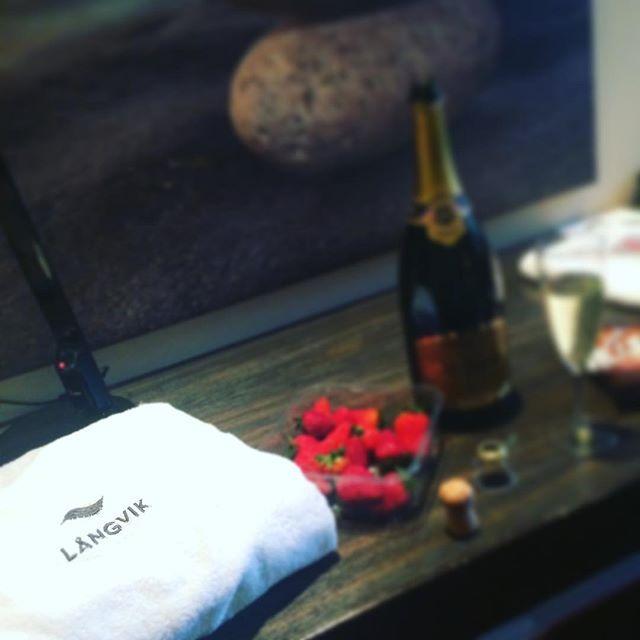 Sisko 40v. 🎉🍾 #juhlat #viikonloppu #skumppaa #sis #parhautta #långvik #thankgoditslångweekend #langvikhotel http://www.langvik.fi/