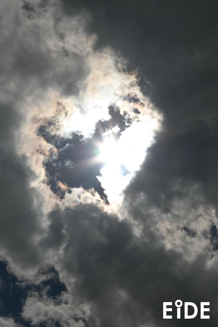 Tarde de sol sobre Santiago.  http://www.eide.cl
