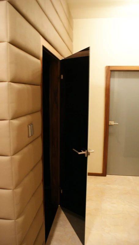 Zdjęcie: Drzwi szklane łazienkowe z zamknięciem WC. Tafla dwustronnie kolorowa.