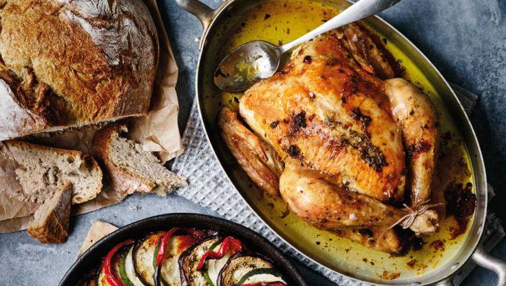 Helstegt kylling med lag-bagt ratatouille