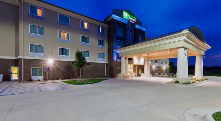 Holiday Inn Express Hotel & Suites Salina Salina The Yesteryear Museum is a less than 5 minutes' walk from this Salina, Kansas hotel, which offers an indoor heated pool, hot tub and fitness centre. Every room features a flat-screen cable TV.